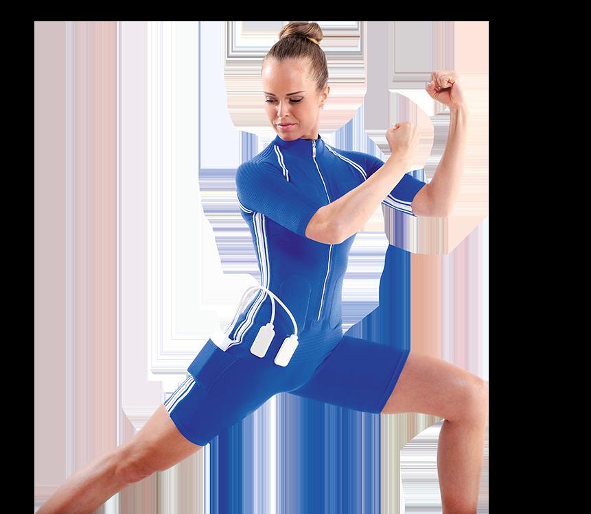 Eine Frau die EMS trainiert und ihre Kraft spürt.